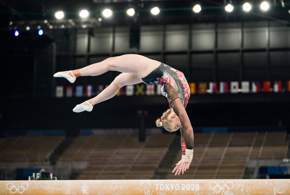 Ellie Black flips on beam