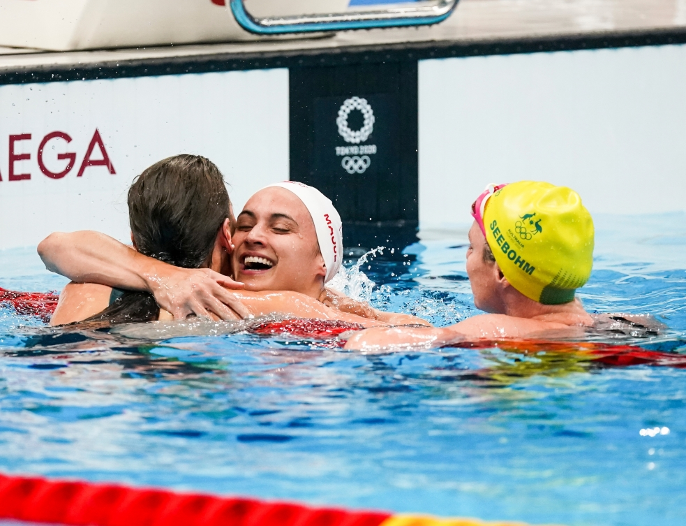 Kylie Masse hugs a competitor after finishing the race