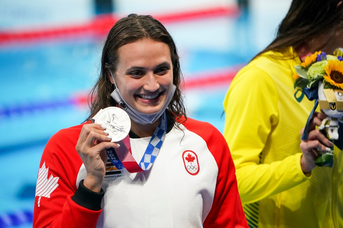 Kylie Masse holds her silver medal