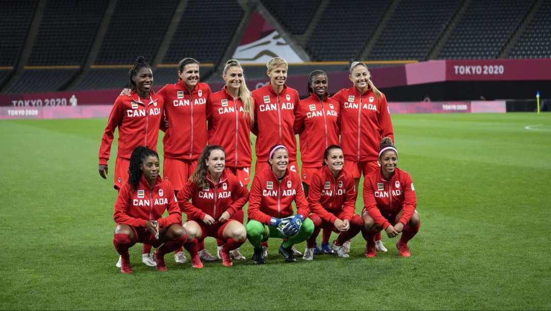 Canada women's soccer team poses for photo pre game