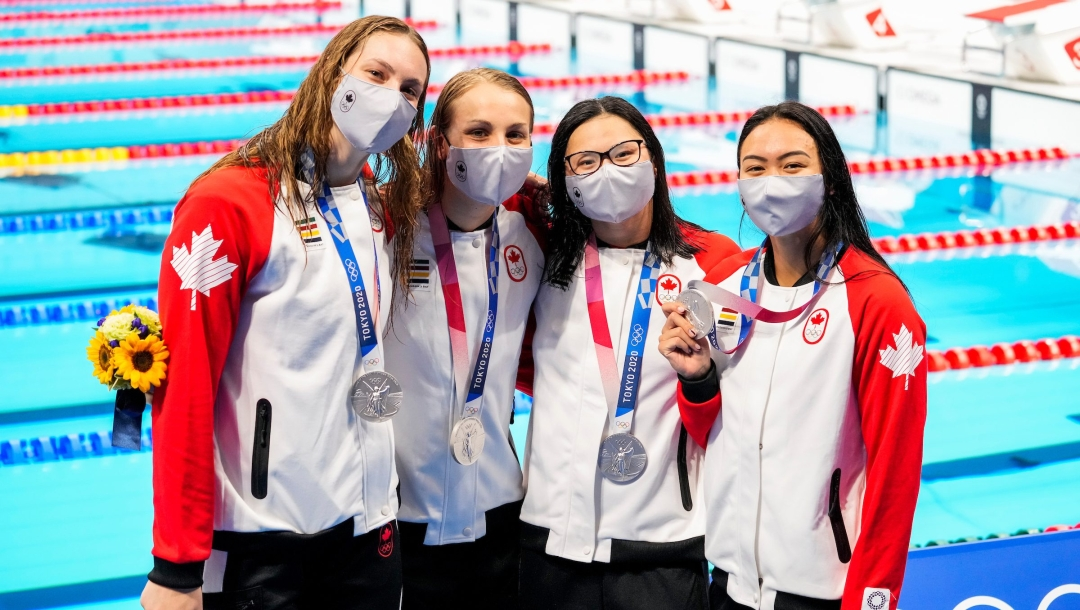 Canadian swimmers pose with silver medals