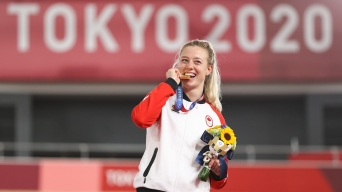 Kelsey Mitchell bites gold medal on the podium