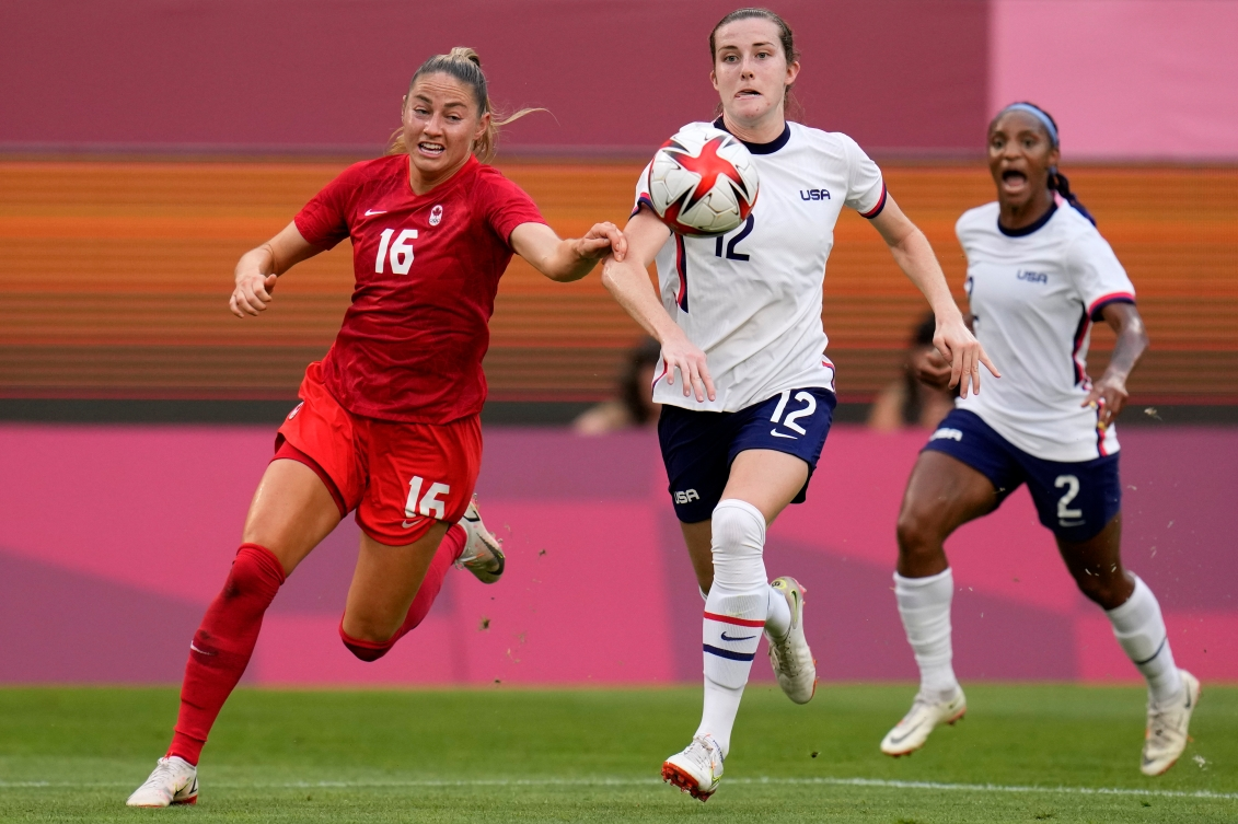 Janine Beckie chases the ball