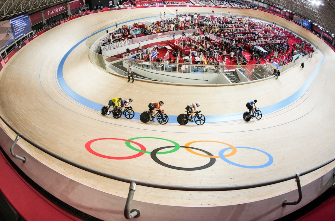 Canadian cyclists Kelsey Mitchell and Lauriane Genest in action at Tokyo 2020