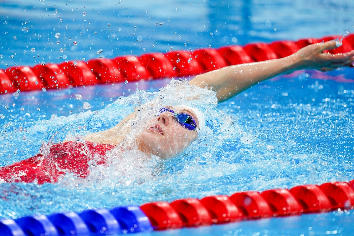 Taylor Ruck swimming the backstroke