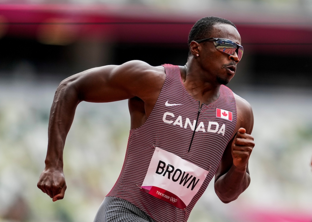 Aaron Brown competes in the men's 200-metre qualifying round.