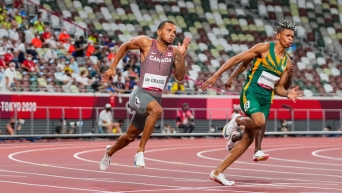 Andre De Grasse running a curve in the 200m