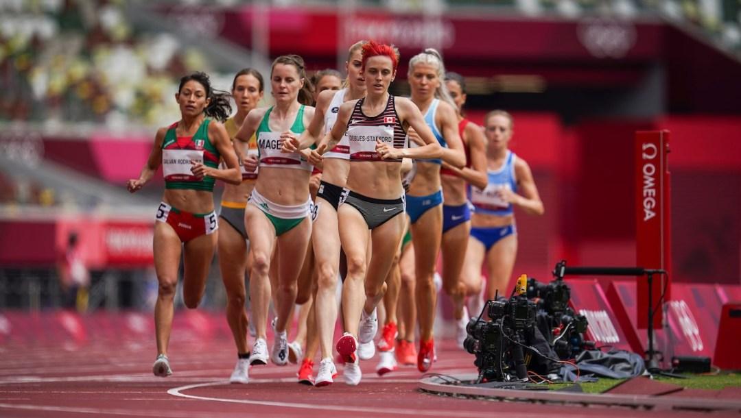 Gabriela DeBues-Stafford leads heat 1 of the women's 1500-metre