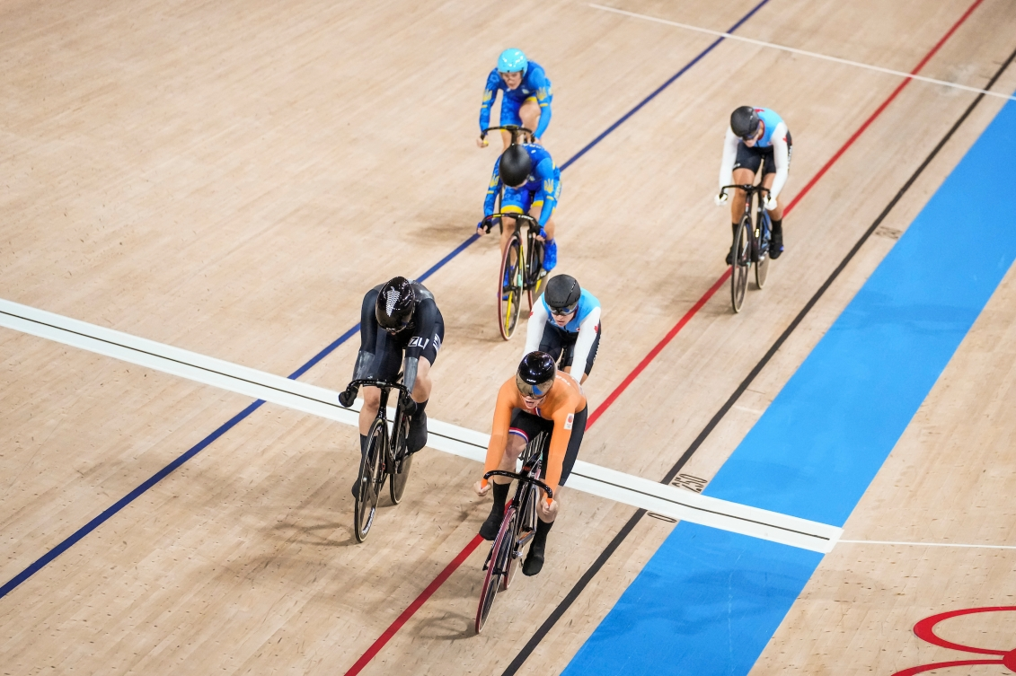 Lauriane Genest crosses the line in third place in track cycling