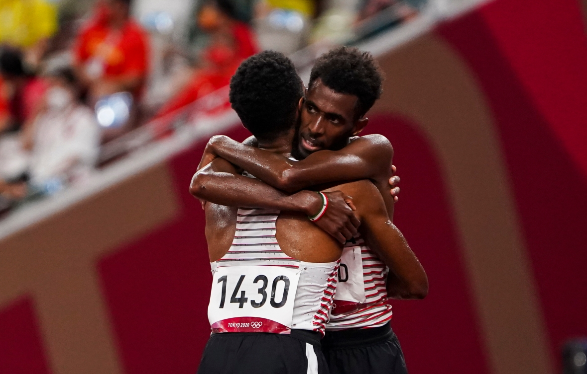 Mohammed Ahmed celebrates winning silver at Tokyo 2020