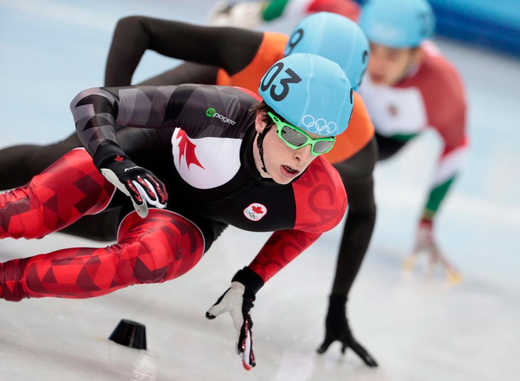 Charle Cournoyer lors des rondes préliminaires du 500 m aux Jeux olympiques de Sotchi, le 21 février 2014. THE CANADIAN PRESS/Paul Chiasson