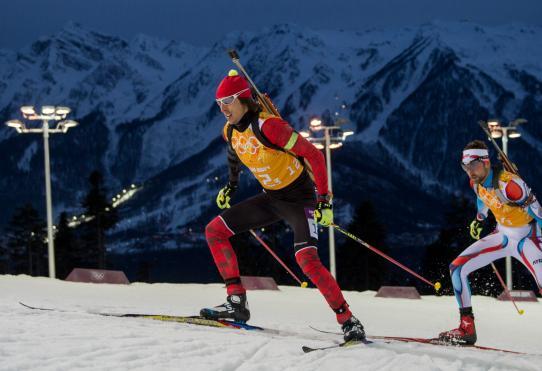 Athlètes participant au biathlon - relais 4 x 7,5 km masculin
