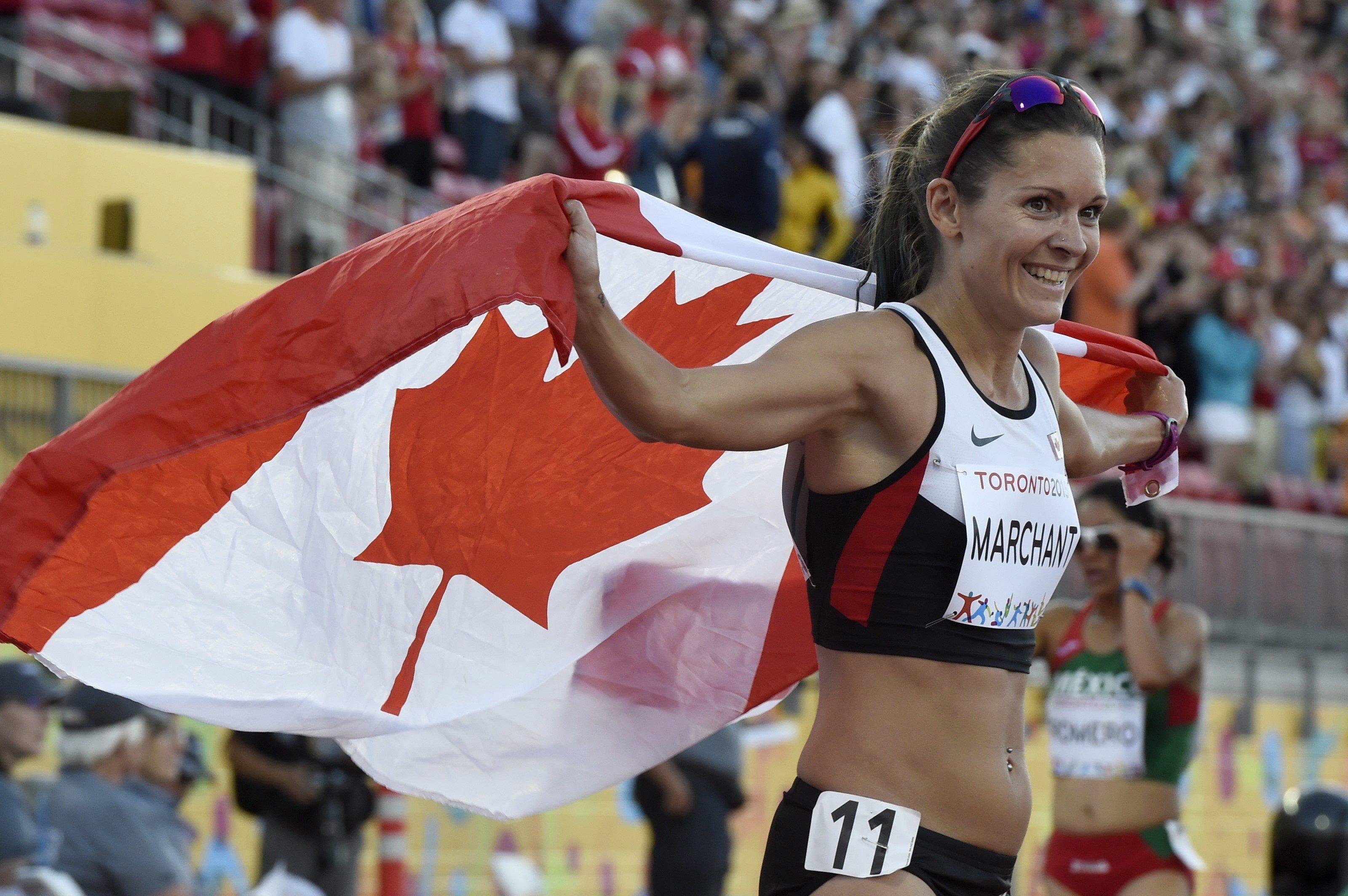 Lanni Marchant célèbre sa troisième place au 10 000 m, le 23 juillet 2015.