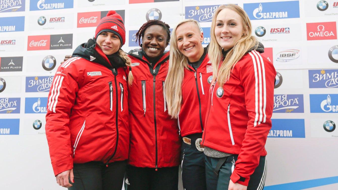 de gauche à droite : Geneviève Thibault, Cynthia Appiah, Kaillie Humphries et Melissa Lotholz à Lake Placid le 9 janvier 2016.