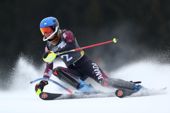 Ali Nullmeyer (CAN) pendant l'épreuve féminine de slalom de ski alpin au centre de ski olympique Hafjell lors des Jeux olympiques de la jeunesse d'hiver à Lillehammer, en Norvège, le 18 février 2016. Photo : Jed Leicester pour YIS/CIO. Image fournie par YIS/CIO.