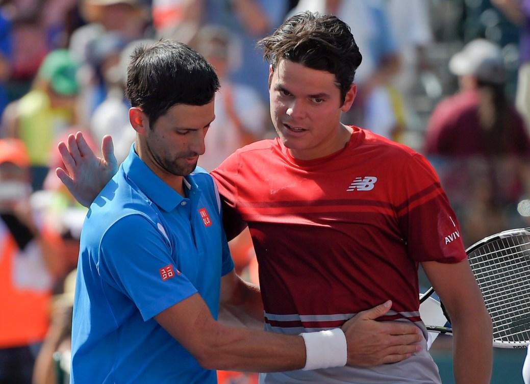 Novak Djokovic et Milos Raonic se font une accolade après leur match de finale au BNP Paribas Open, le 20 mars 2016 (AP Photo/Mark J. Terrill)
