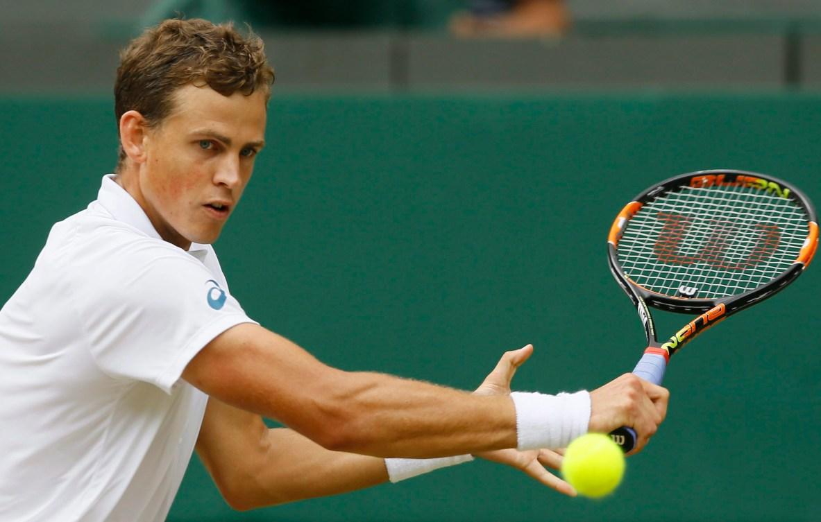 Vasek Pospisil au tournoi de Wimbledon de 2015 alors qu'il affrontait la vedette locale Andy Murray. (AP Photo/Kirsty Wigglesworth)
