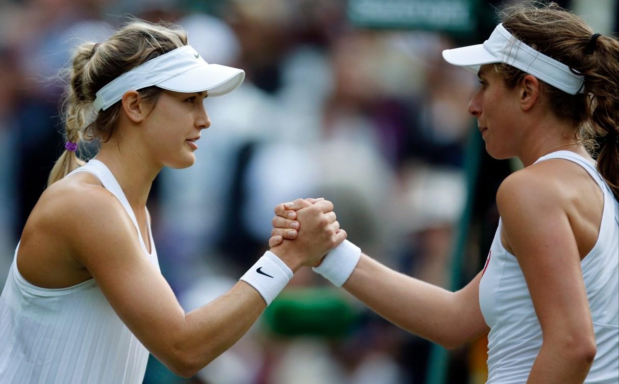 Eugenie Bouchard (à gauche) remercie la Britannique Johanna Konta à Wimbledon, le 30 juin 2016.
