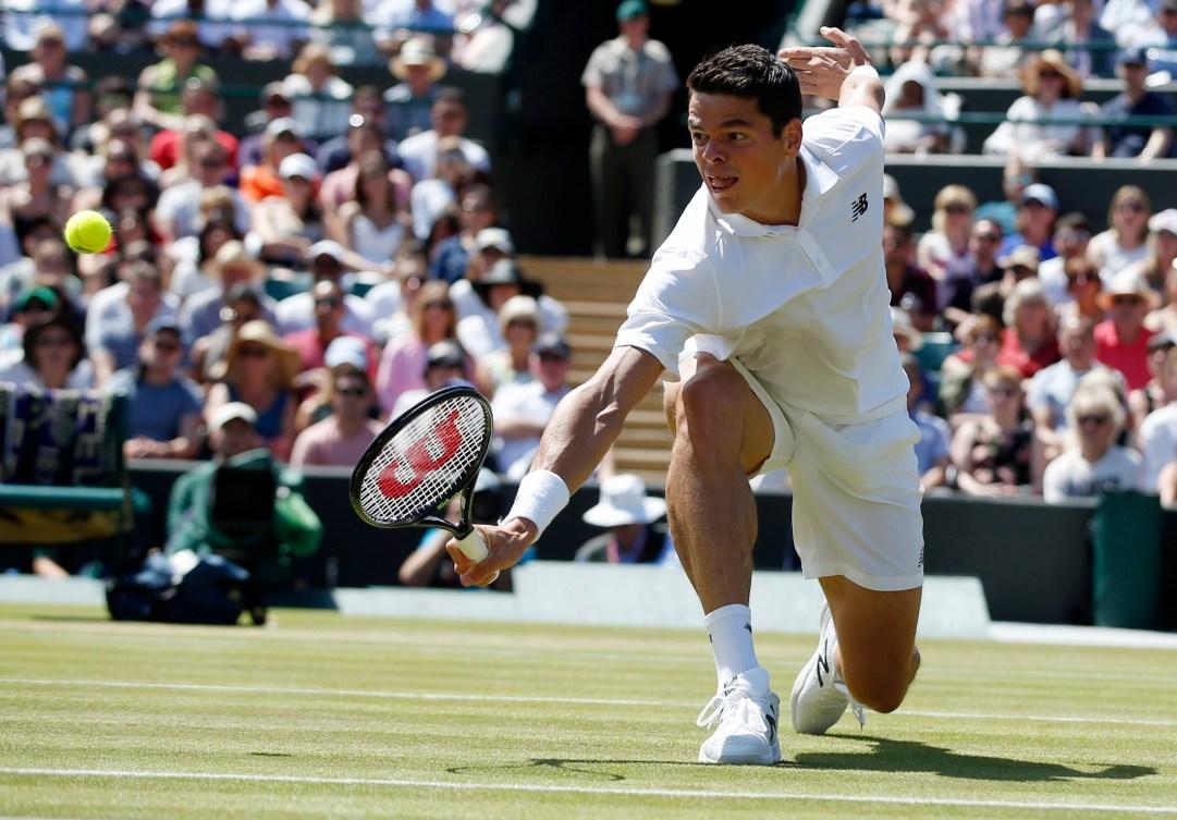 Milos Raonic lors de son match de quarts de finale contre l'Américain Sam Querrey au Grand Chelem de Wimbledon, le 6 juillet 2016.