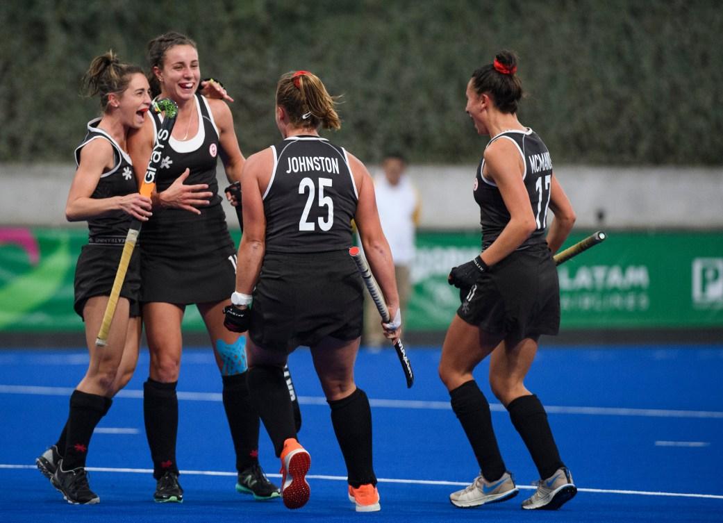 L'équipe féminin canadienne célèbre un but à Lima 2019.