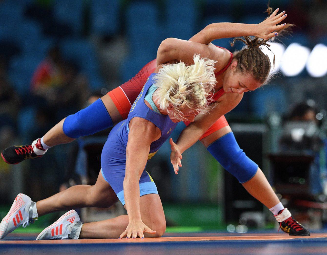 Dori Yeats lors de son combat pour la médaille de bronze contre la Suédoise Anna Jenny Fransson dans la catégorie des 69kg aux Jeux olympiques de 2016, à Rio. THE CANADIAN PRESS/Sean Kilpatrick