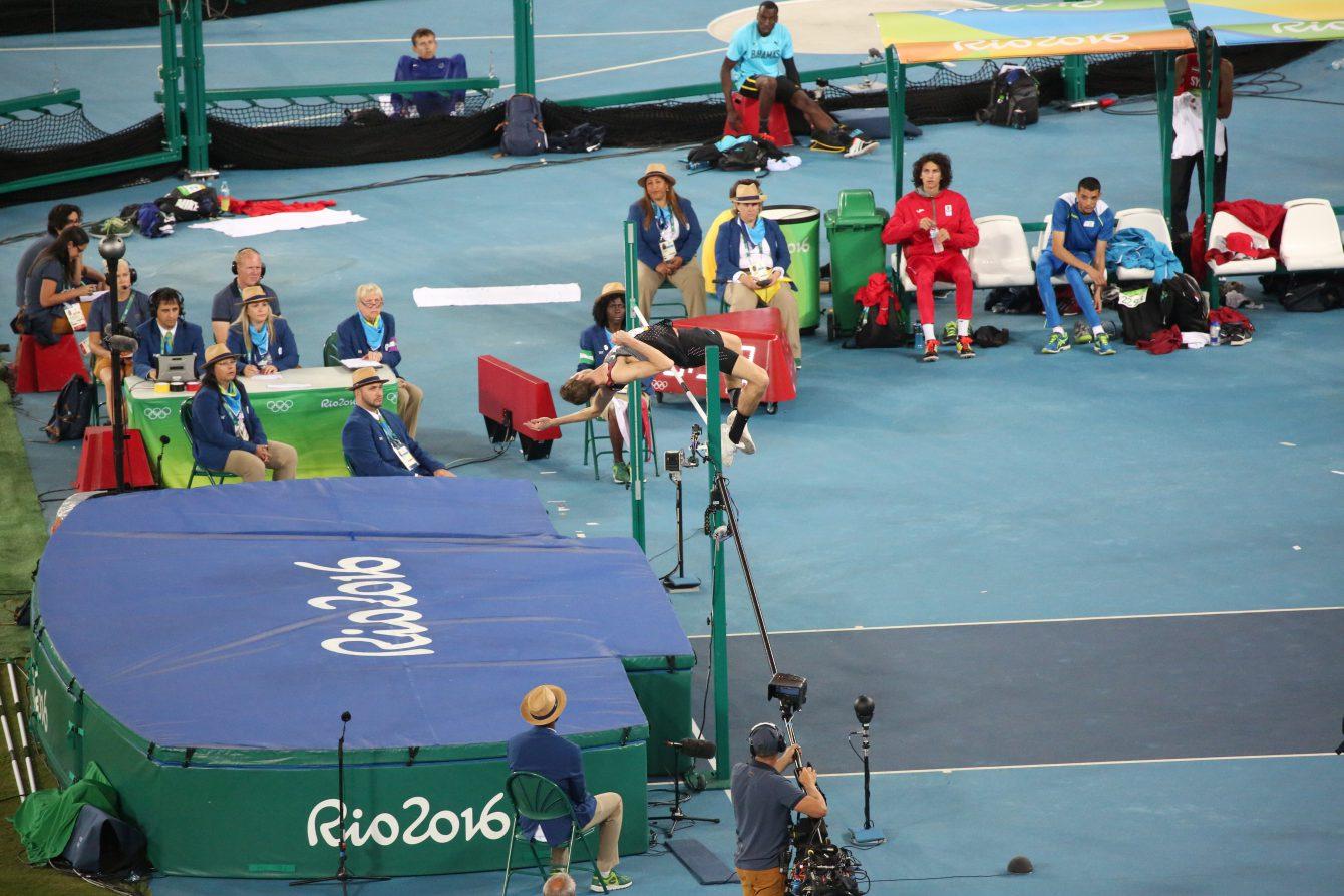 Derek Drouin pendant la finale de saut en hauteur, lors des Jeux olympiques de Rio le 16 août 2016. Jason Ransom
