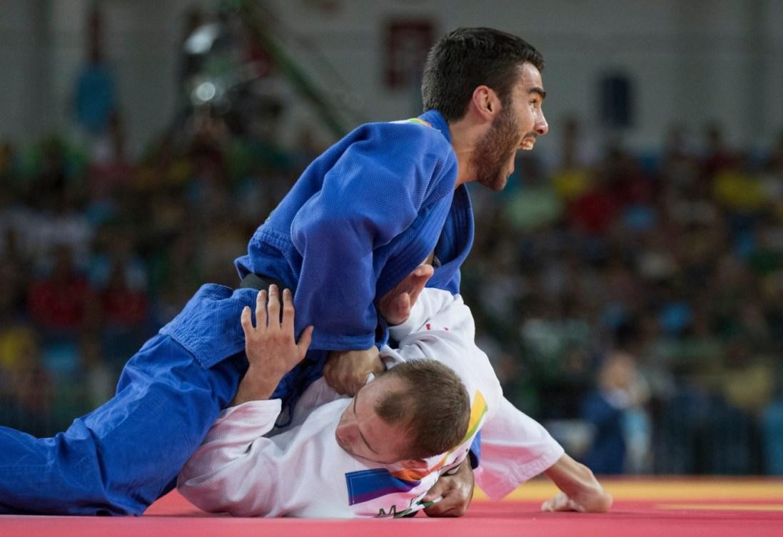 Antoine Bouchard contre le Russe Mikhail Puliaev aux Jeux olympiques de Rio, le 7 août 2016. (COC Photo par Jason Ransom)
