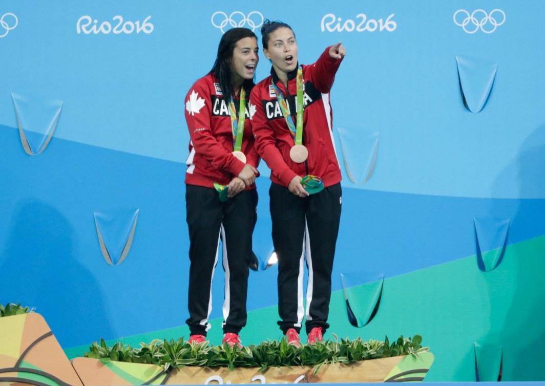Maeghan Benfeito et Roseline Filion lors de la cérémonie des médailles aux Jeux olympiques de Rio, le 9 août 2016.