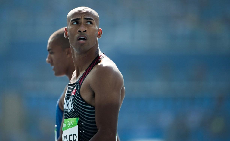 Damian Warner est bien positionné pour atteindre le podium après la première journée d'épreuves du décathlon (COC Photo/Stephen Hosier).