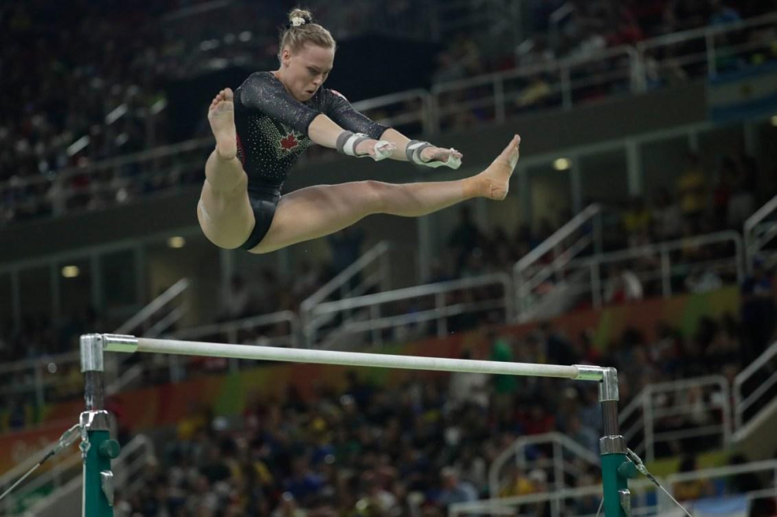 Ellie Black aux barres asymétriques lors de la finale du concours multiple individuel. (COC // Jasom Ransom)