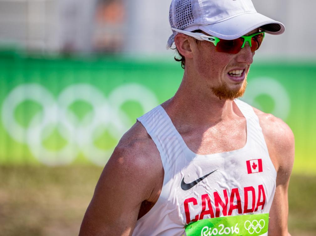 Evan Dunfee n'a pas pu savourer sa médaille de bronze bien longtemps (COC Photo/David Jackson).