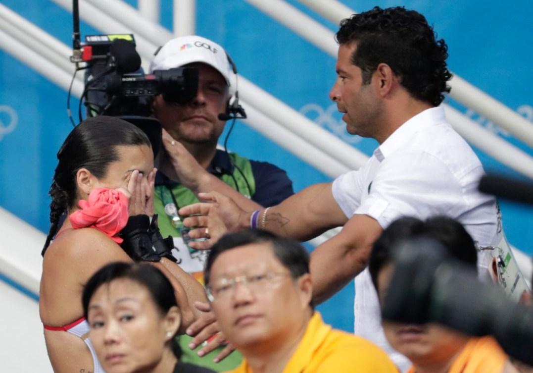 Meaghan Benfeito réalise qu'elle vient de remporter sa première médaille olympique individuelle en carrière aux Jeux olympiques de Rio, le 18 août 2016. (Photo: Jason Ransom)