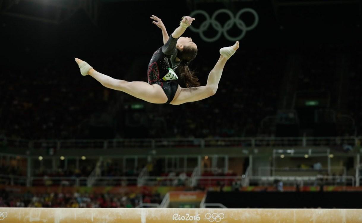 Isabela Onyshko à la poutre lors de la finale du concours multiple individuel aux Jeux olympiques, le 12 août 2016. (COC // Jason Ransom)