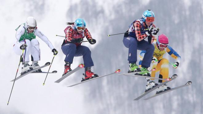 La Française Ophelie David, Kelsey Serwa, Marielle Thompson et la Suédoise Anna Holmlund lors de la finale du skicross aux Jeux olympiques de Sotchi, le 21 février 2014. (AP Photo/Matthias Schrader)