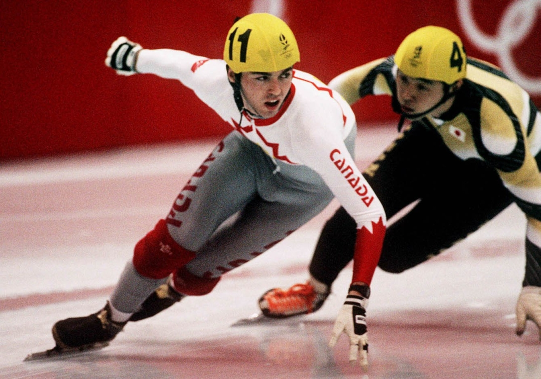 Le Canadien Frederic Blackburn lors d'une épreuve de patinage de vitesse sur courte piste aux Jeux d'Albertville en 1992. (CP PHOTO/COC/Ted Grant)