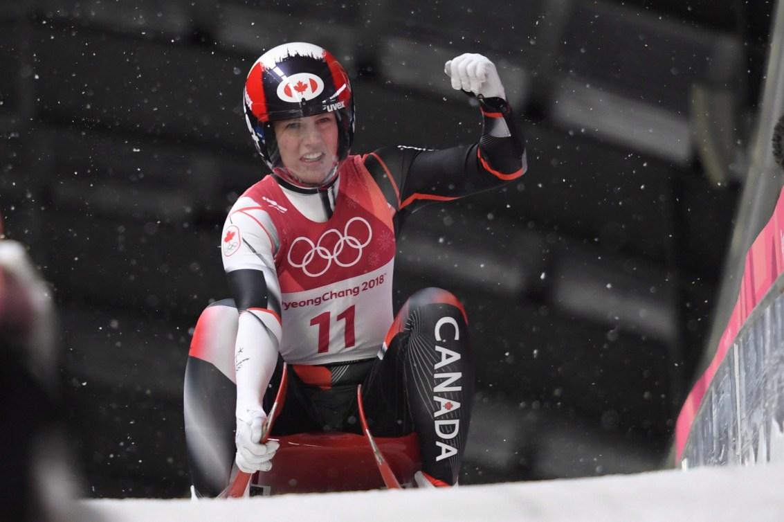 Alex Gough est satisfaite après sa dernière descente à l'épreuve simple qui lui vaudra la première médaille olympique du Canada en luge, aux Jeux olympiques de PyeongChang, le 13 février 2018. LA PRESSE CANADIENNE/Jonathan Hayward