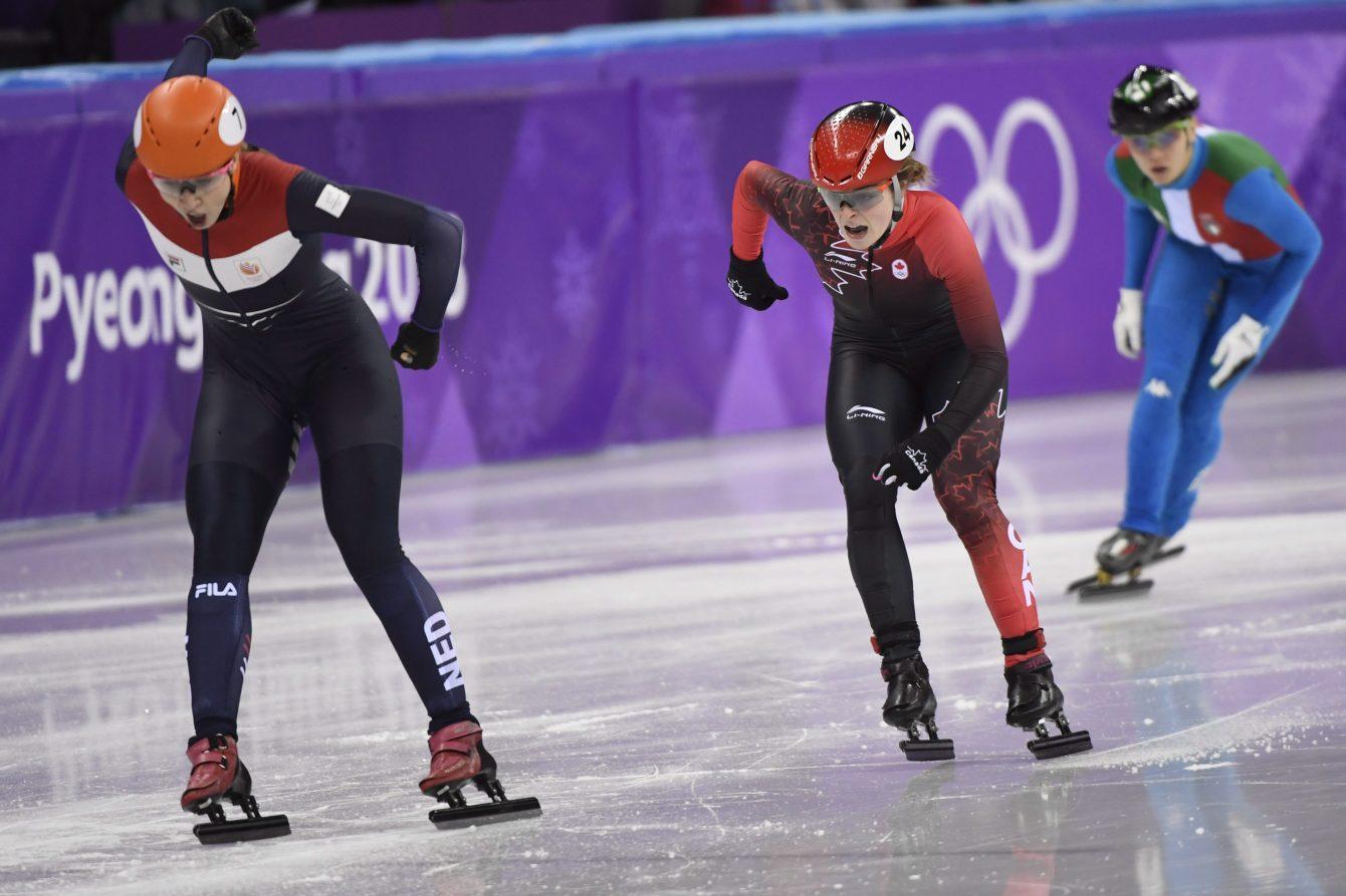 Kim Boutin d'Équipe Canada (24) croise la ligne d'arrivée au 1000 m féminin en courte piste et remporte la médaille d'argent aux Jeux olympiques de PyeongChang, en Corée du Sud, le 22 février 2018.