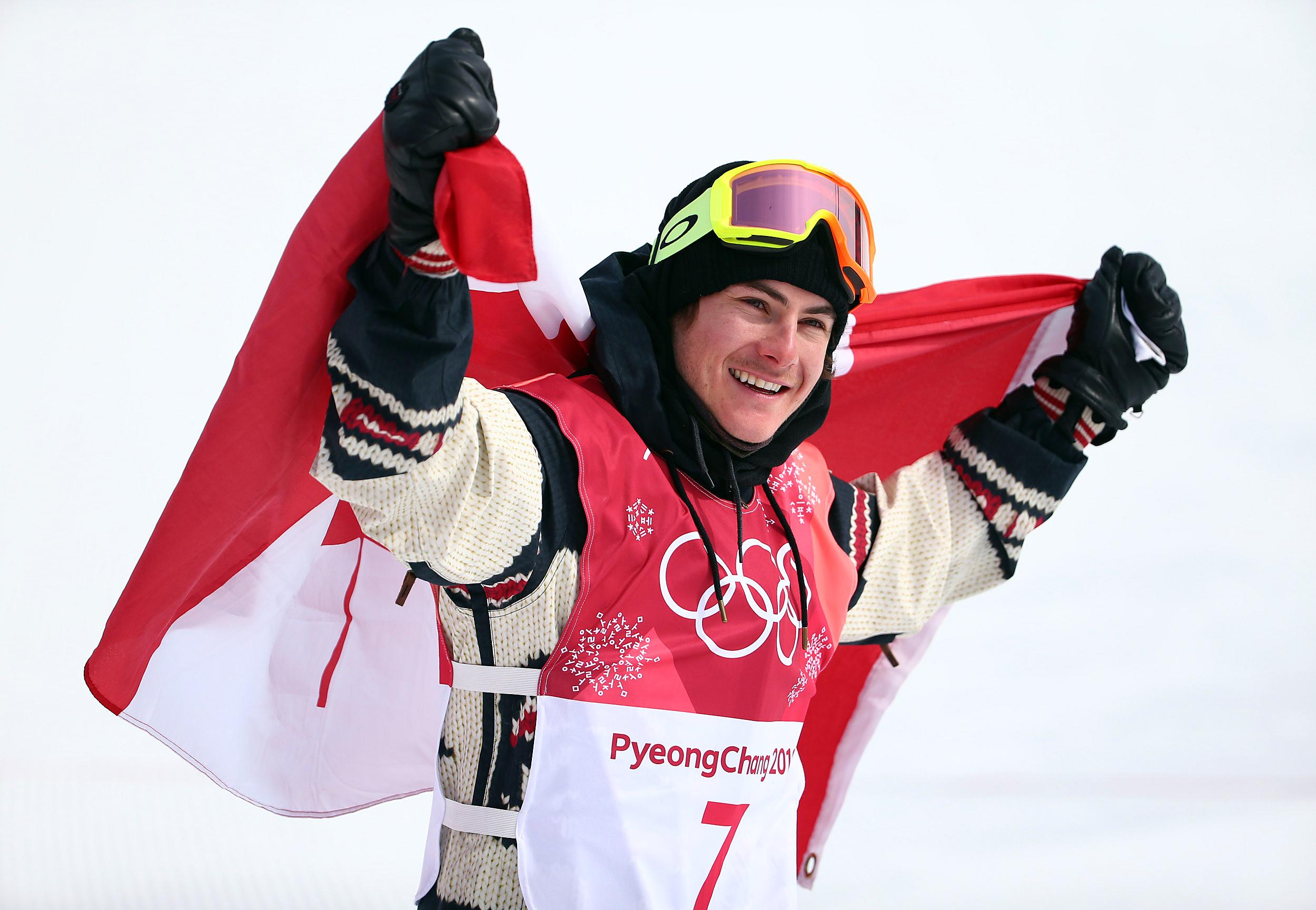 Le planchiste Sébastien Toutant d'Équipe Canada célèbre sa médaille d'or remportée à l'épreuve big air des Jeux olympiques de PyeongChang, en Corée du Sud, le 24 février 2018. (Photo : Vaughn Ridley/COC)