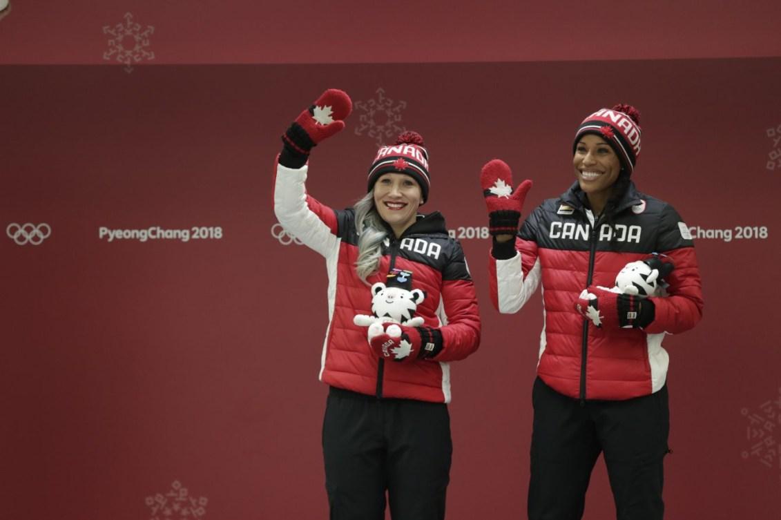 Phylicia George et Kaillie Humphries du Canada célèbrent leur médaille de bronze obtenue en bob à deux féminin à PyeongChang2018, le 21 février. (Photo: Jason Ransom/COC)