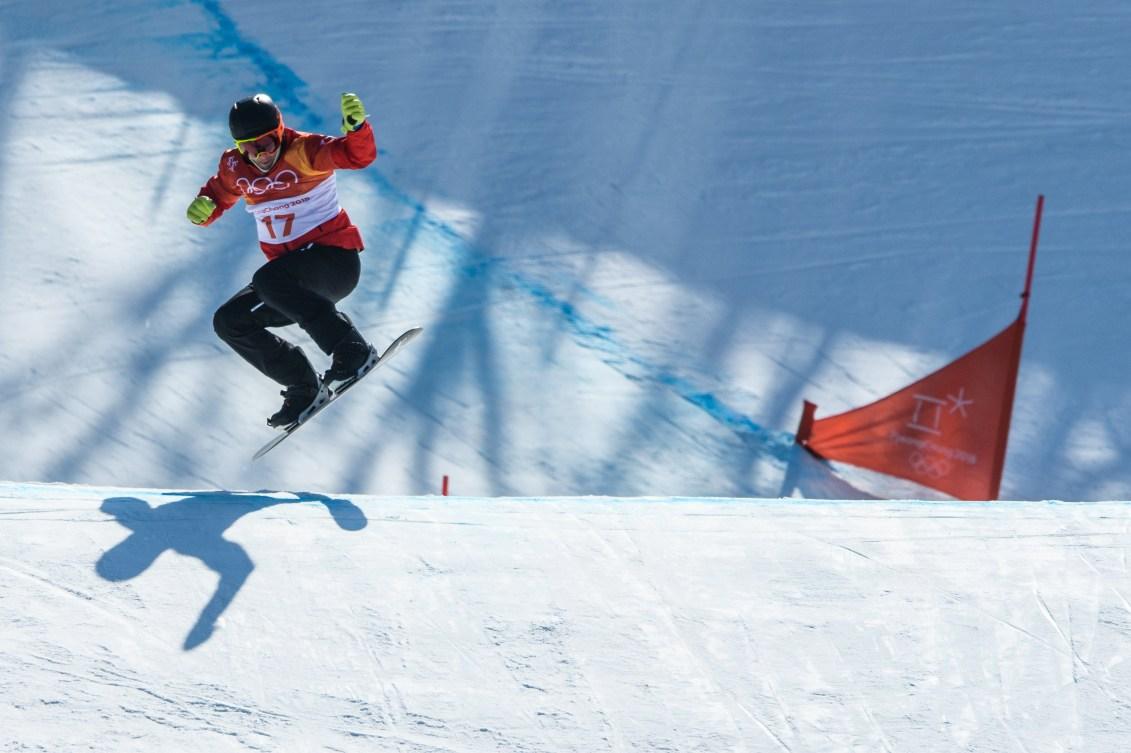 Kevin Hill en action pendant l'épreuve de snowboard cross aux Jeux olympiques de PyeongChang, le 15 février 2018. (Photo Vincent Ethier/COC)