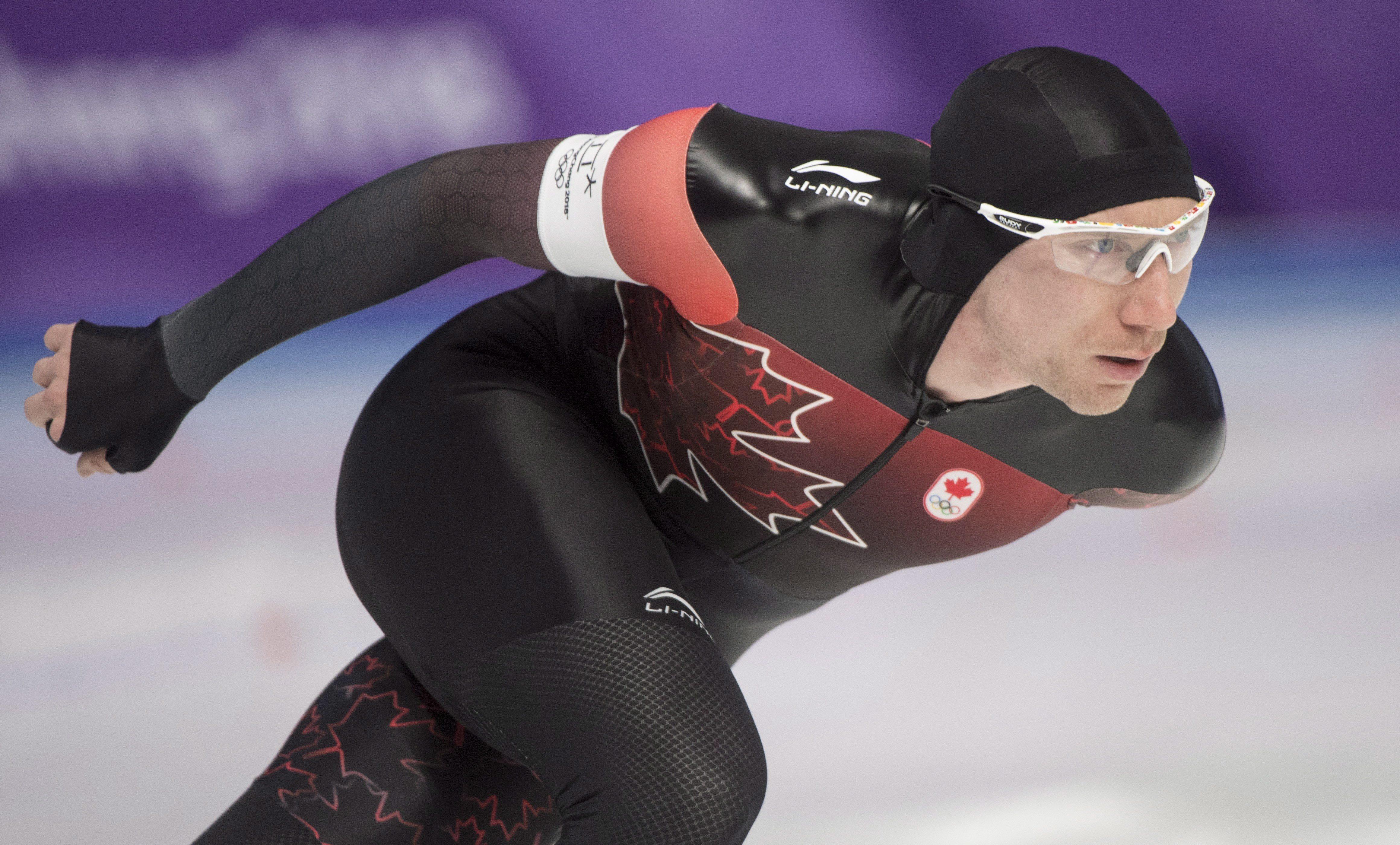 Ted-Jan Bloemen patine pour sa médaille d'argent à la finale du 5000 m en patinage de vitesse sur longue piste, aux Jeux olympiques d'hiver de PyeongChang, le 11 février 2018. LA PRESSE CANADIENNE/Paul Chiasson