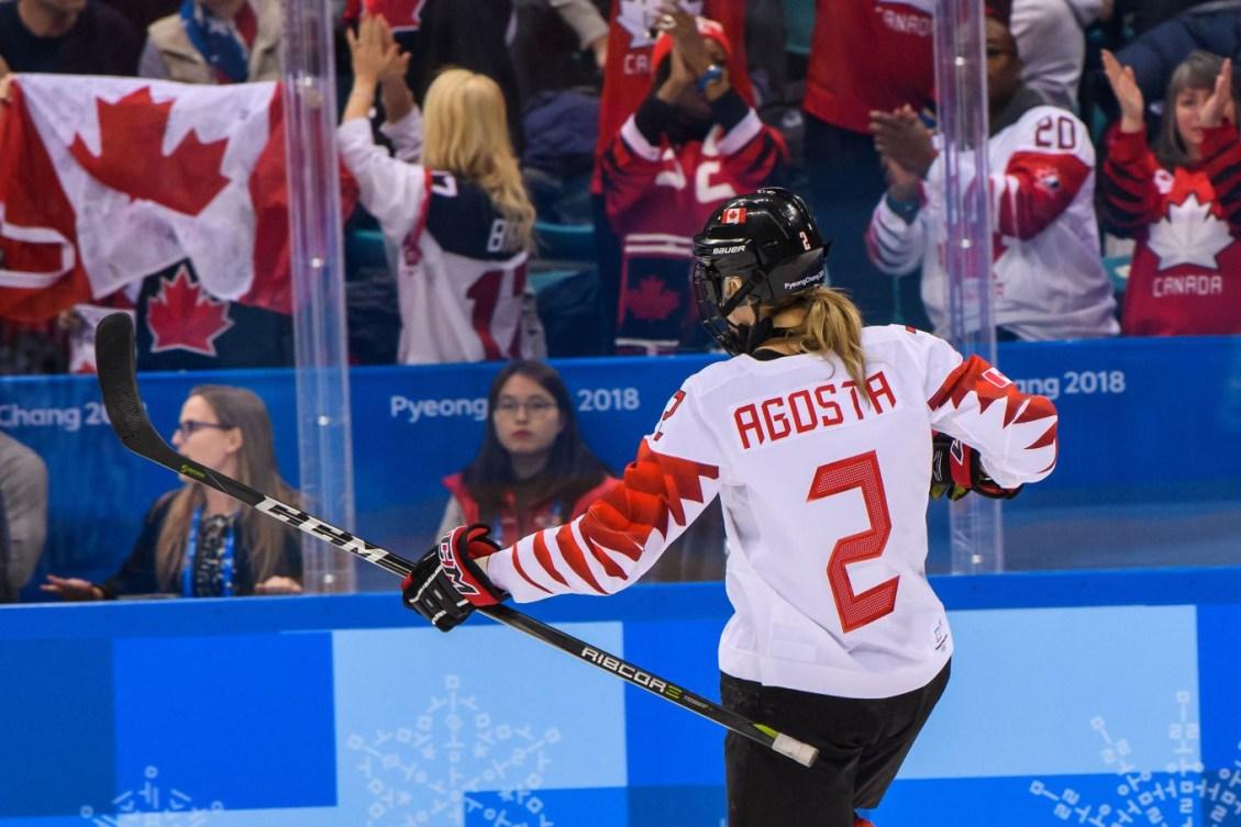 L'attaquante du Canada Meghan Agosta (2) célèbre le deuxième but qu'elle a marqué à la finale de hockey sur glace féminin entre le Canada et les États-Unis aux Jeux olympiques d'hiver de PyeongChang2018, au Centre de hockey de Gangneung, le 22 février 2018 à Pyeongchang-gun, en Corée du Sud (Photo: Vincent Ethier/COC)