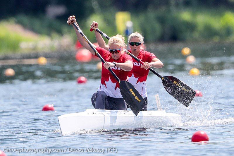 Laurence Vincent Lapointe et Katie Vincent d'Équipe Canada ont pagayé vers l'or au C-2 500 m à la Coupe du monde de canoë sprint de Duisburg, en Allemagne. (Photo : ICF/Dezso Vekassy)