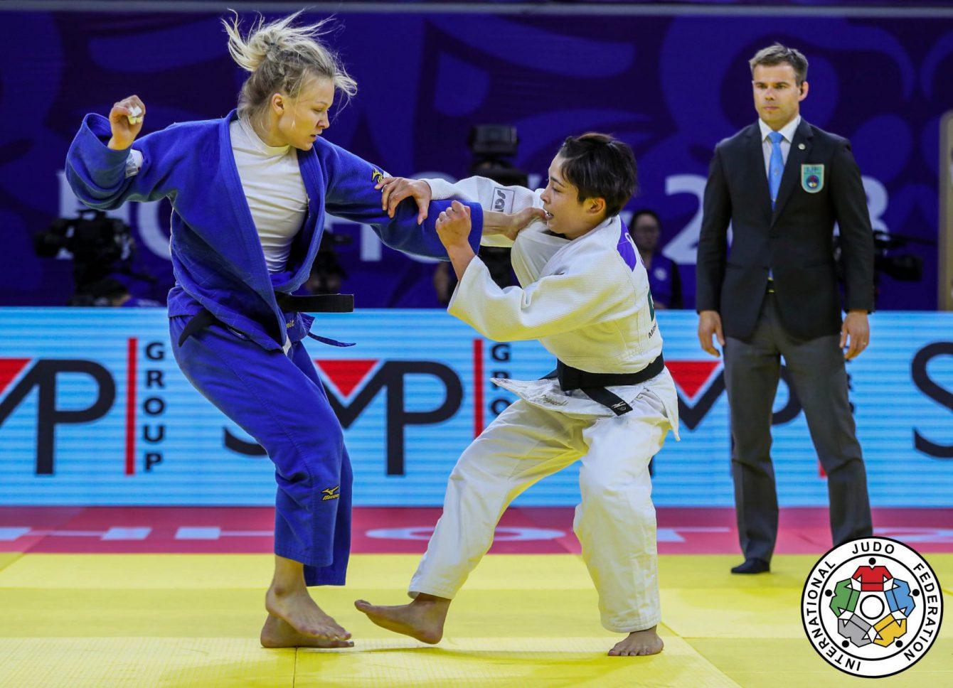 Christa Deguchi et Jessica Klimkait d'Équipe Canada lors de la finale chez les 57 kg au Grand Prix de Judo de Hohhot, en Chine. (Photo : Sabau Gabriela)