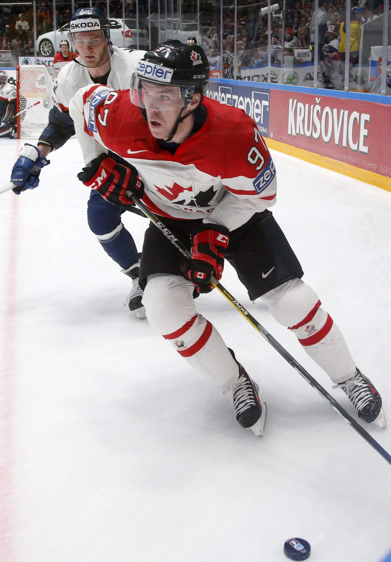 Connor McDavid lors du Championnat mondial de hockey à St.Petersburg en Russie, le 14 mai 2016. (Photo : AP/Dmitri Lovetsky)