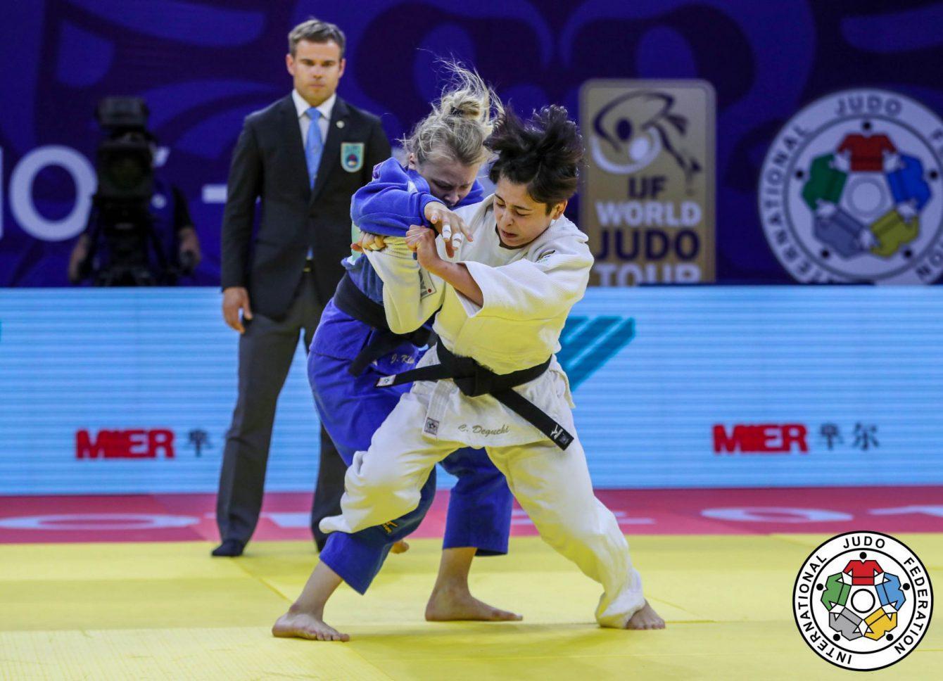 Christa Deguchi et Jessica Klimkai d'Équipe Canada s'affrontent en finale des 57 kg au Grand Prix de judo de Hohhot, en Chine, le 25 mai 2018. Photo : Sabau Gabriela