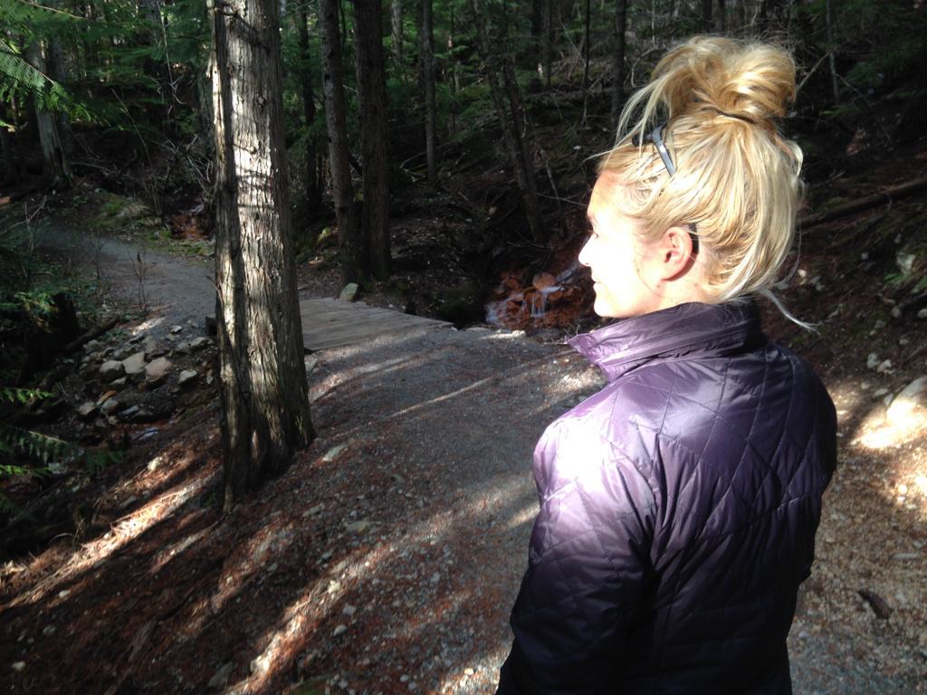 Mercedes Nicolllors d'une randonnée en nature.
