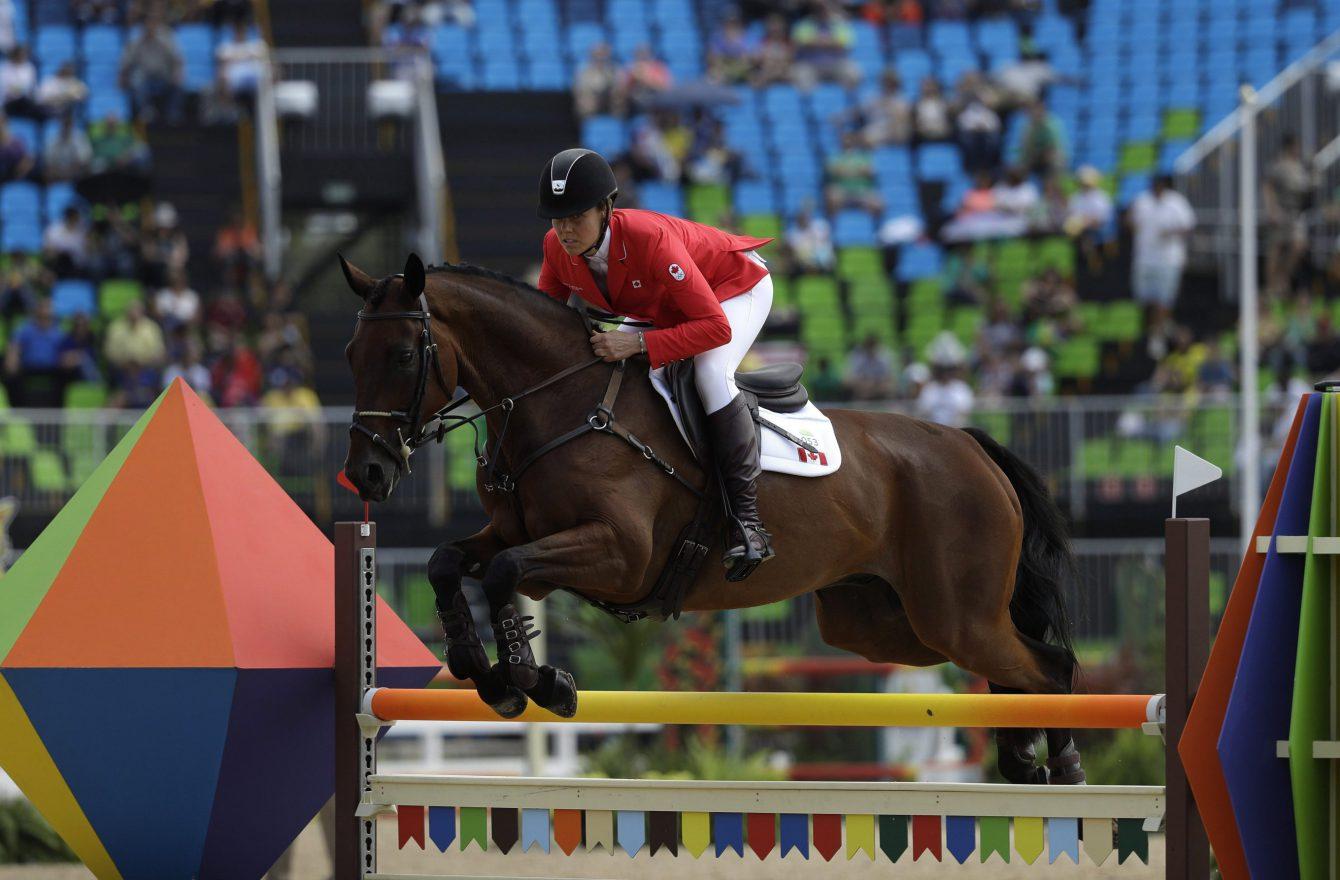 Rebecca Howard d'Équipe Canada participe à l'épreuve par équipe de sports équestre aux Jeux olympiques de Rio, le 9 août 2016. Photo : AP/John Locher