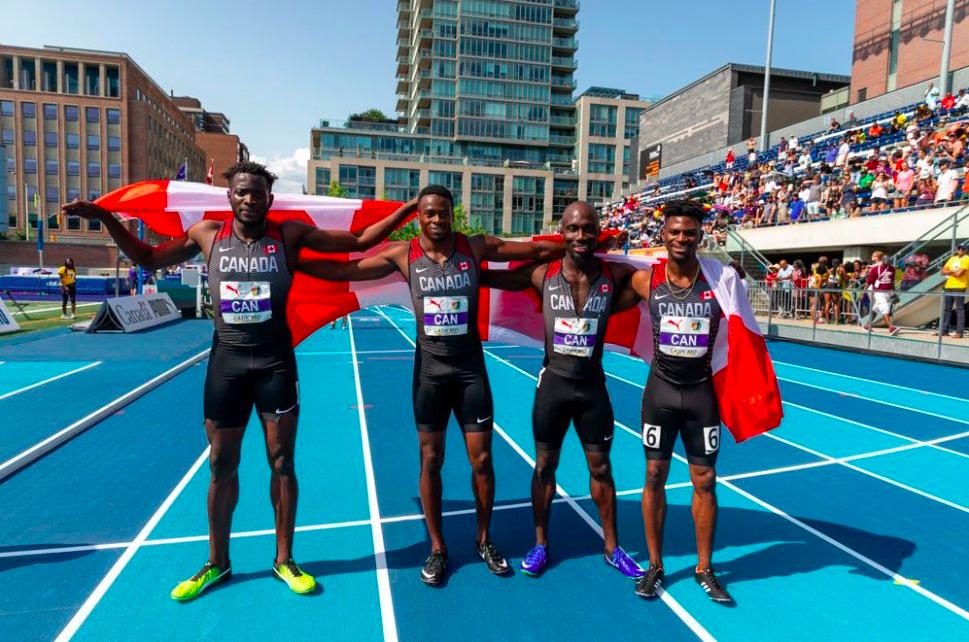 Aaron Brown, Bismark Boateng, Jerome Blake et Mobolade Ajomale d'Équipe Canada après leur victoire au relais 4x100m aux Championnats de la NACAC, à Toronto, le 12 août 2018. COC/Thomas Skrlj