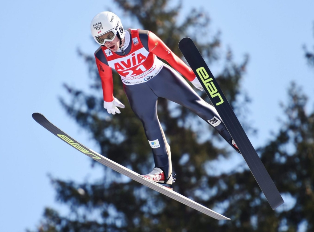 Mackenzie Boyd-Clowes au grand tremplin à la Coupe du monde de saut à ski